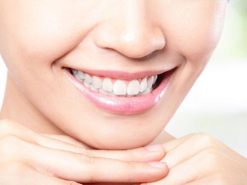 Thumbnail for Отбеливаем зубы в домашних условиях